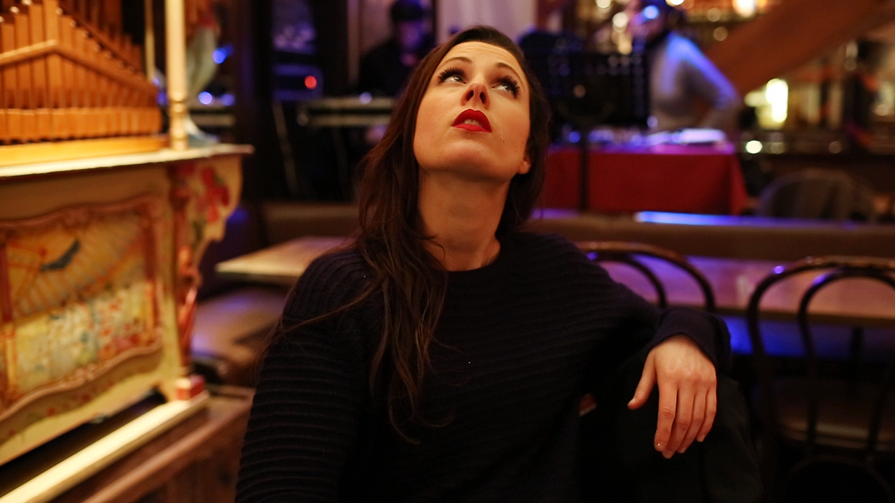 Montmartre By Night : an improvised video shooting by Fabio Soares, with Elise Gaiardo